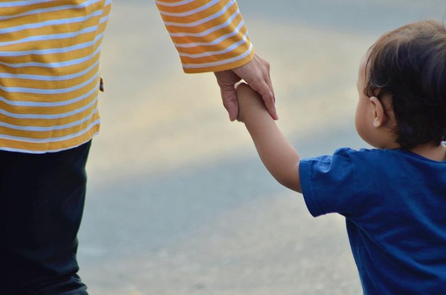 Τί δείχνει η πρώτη έρευνα για τα προβλήματα και την κατάσταση των μονογονεϊκών οικογενειών στην Ελλάδα – ΓΡΑΦΗΜΑ