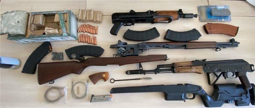 Εξαρθρώθηκε εγκληματική ομάδαπου διακινούσε ναρκωτικές ουσίες και πουλούσε όπλα σε Κρήτη και Αθήνα