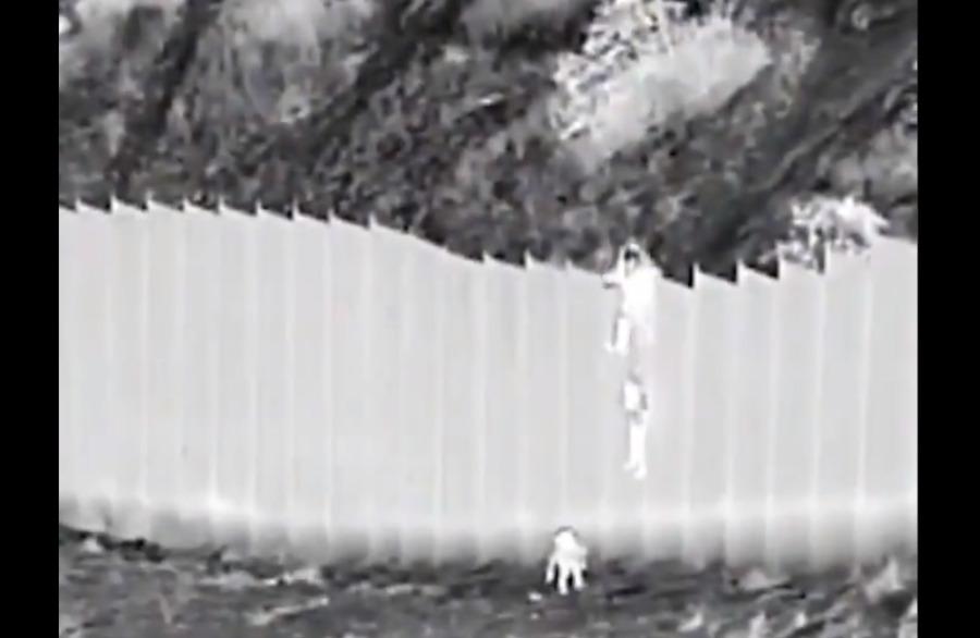 Βίντεο – σοκ: Διακινητής πετά κοριτσάκια 3 και 5 χρόνων από ύψος 4 μέτρων στα σύνορα ΗΠΑ – Μεξικού – ΒΙΝΤΕΟ