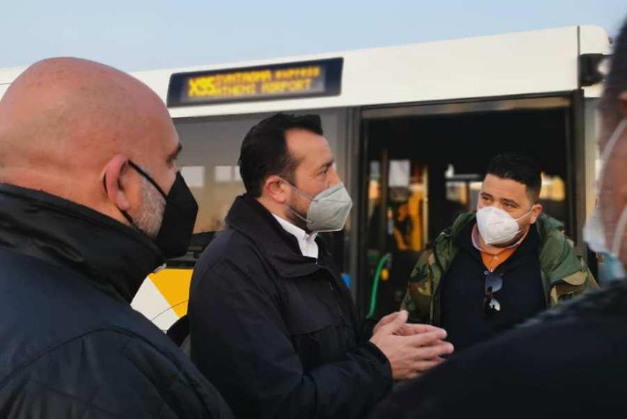 Ν. Παππάς: Τα μισά λεωφορεία που παρέλαβαν Μητσοτάκης-Καραμανλής δεν εκτελούν δρομολόγια – ΒΙΝΤΕΟ – ΦΩΤΟ