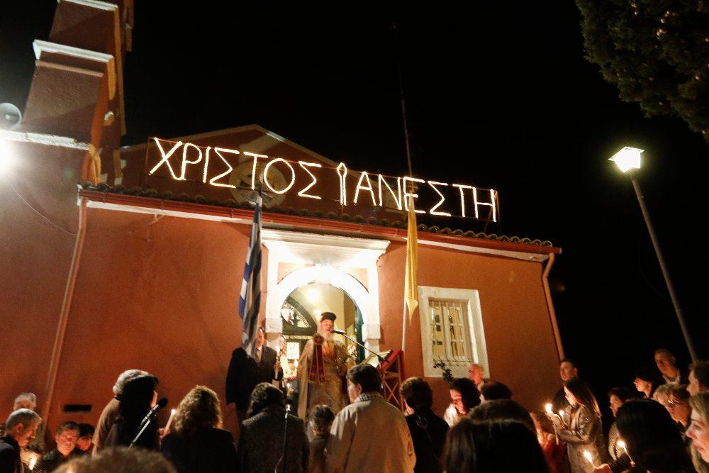 «Χριστός Ανέστη» στις 9 το βράδυ έξω από τους ναούς – Τι προτείνει η Εκκλησία – Τι σκέφτονται οι λοιμωξιολόγοι