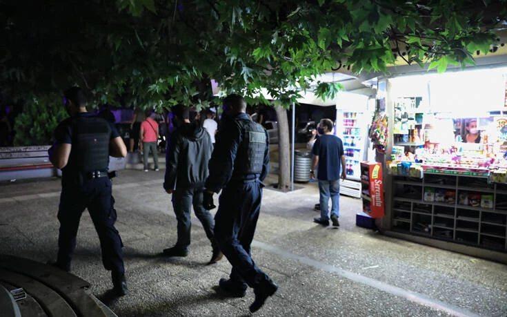 """Πλατεία Βαρνάβα: Τα κορονοπάρτι """"έφεραν"""" την αστυνομία"""