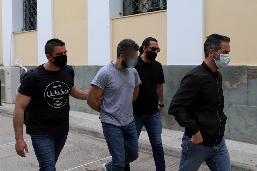 Προφυλακιστέος ο 32χρονος για τη δολοφονική επίθεση παραμονές Χριστουγέννων στα Καλύβια – Πίστευε ότι το θύμα του «έκανε μάγια»
