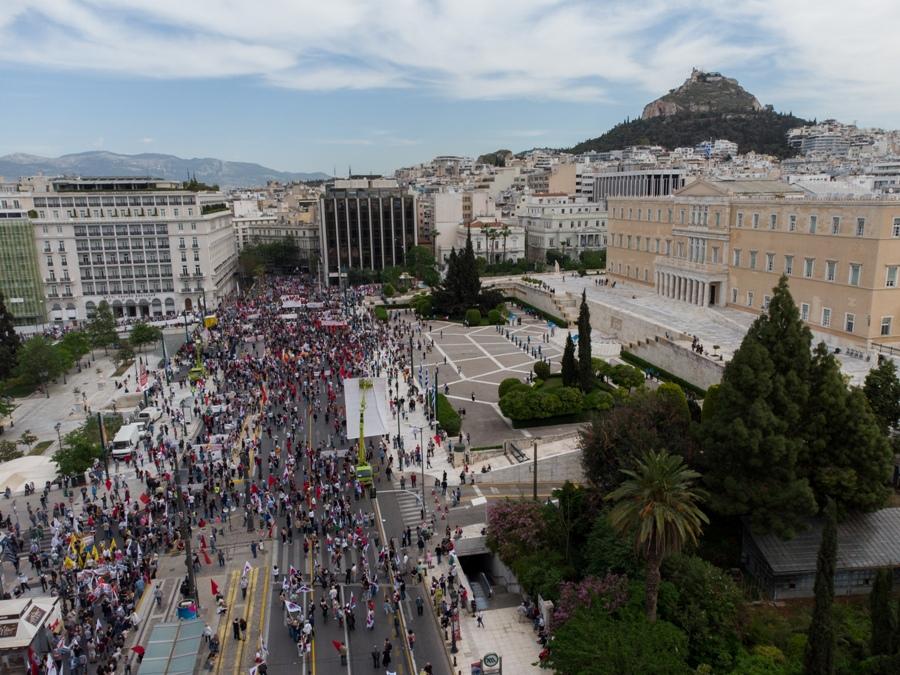 Εργατική Πρωτομαγιά: Επεισόδια στο κέντρο της Αθήνας μετά το τέλος των διαδηλώσεων – ΒΙΝΤΕΟ – ΦΩΤΟ