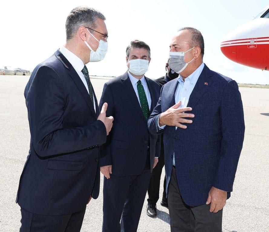 """Στην Ελλάδα ο Τσαβούσογλου – Εμπρηστικές δηλώσεις στο """"παρά 5"""" της επίσκεψης – «Αστακός» η Κομοτηνή – ΒΙΝΤΕΟ"""