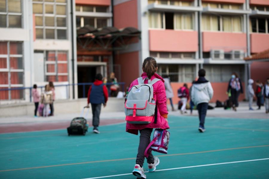 Καμίνια: Γονέας-αρνητής μήνυσε τους καθηγητές του παιδιού του