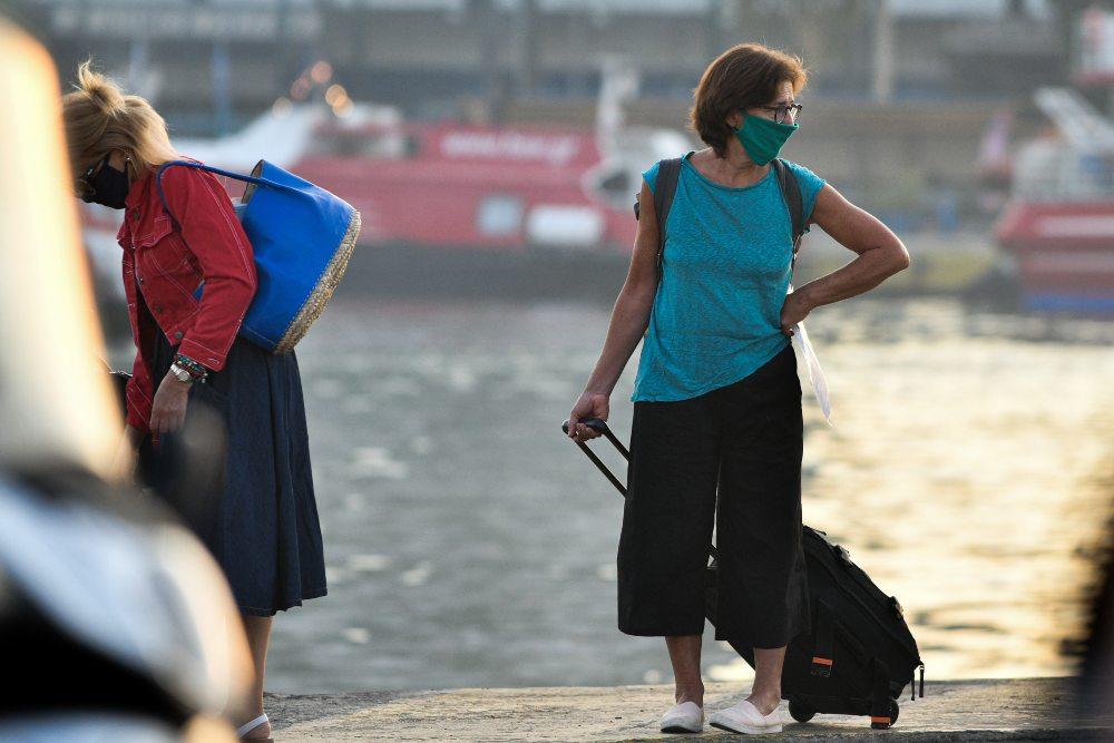 Πειραιάς: Έβαλαν πλώρη οι πρώτοι ταξιδιώτες – Αύξηση πληρότητας των πλοίων ανακοίνωσε ο Πλακιωτάκης – ΒΙΝΤΕΟ