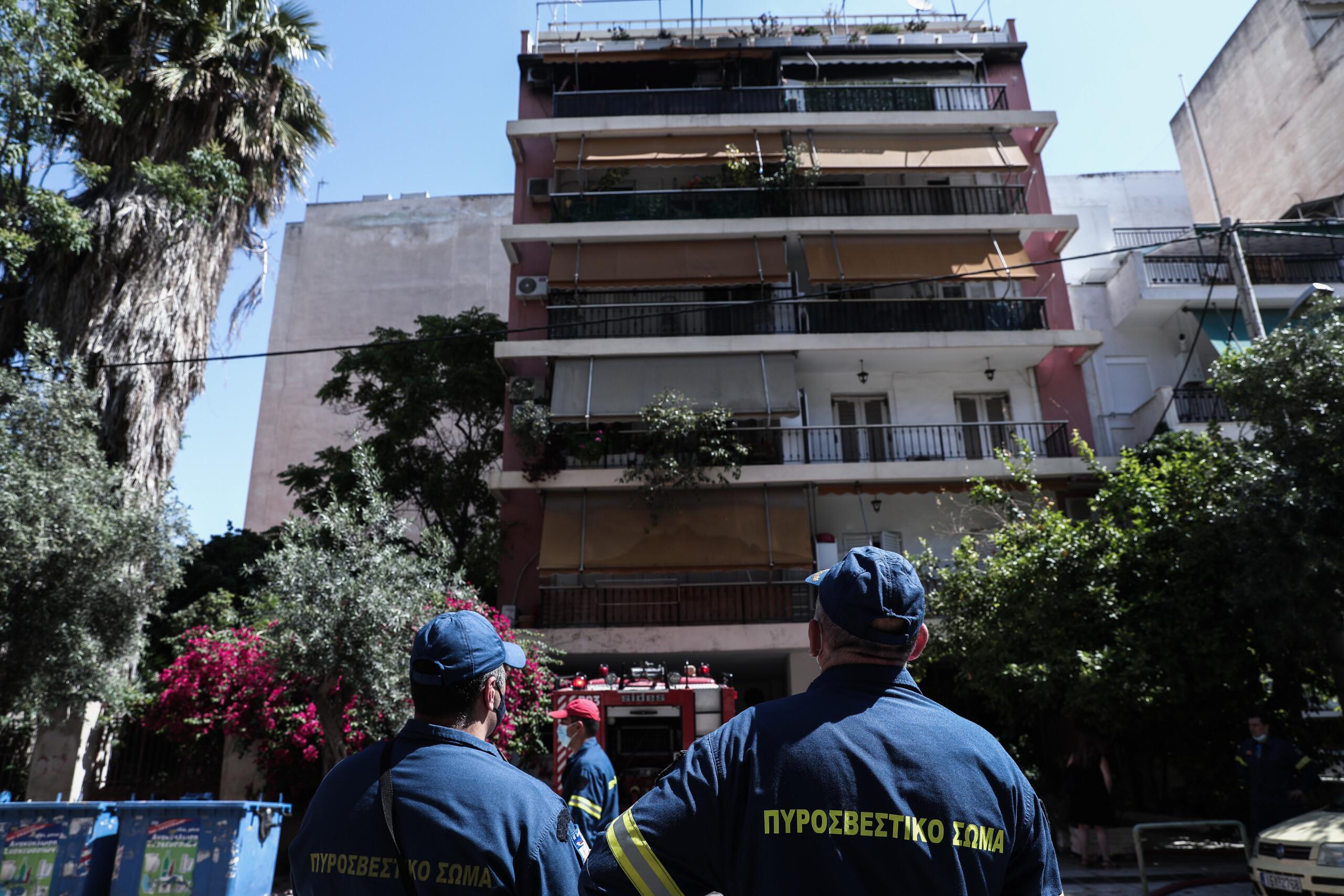 Πυρκαγιά σε διαμέρισμα στην Καλλιθέα: Απεγκλωβίστηκαν ένοικοι της πολυκατοικίας – ΦΩΤΟ