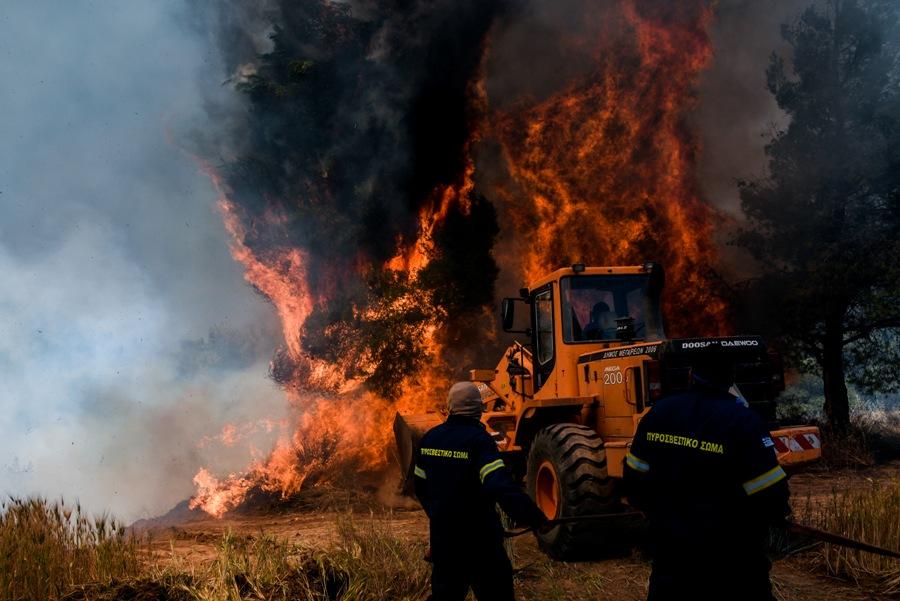 """Πύρινη """"βόμβα"""" πάνω από τη χώρα: Υψηλές θερμοκρασίες και πλήθος πυρκαγιών συνθέτουν εκρηκτικό μίγμα – Πιο δύσκολες οι επόμενες ημέρες, λέει ο Ν. Χαρδαλιάς"""