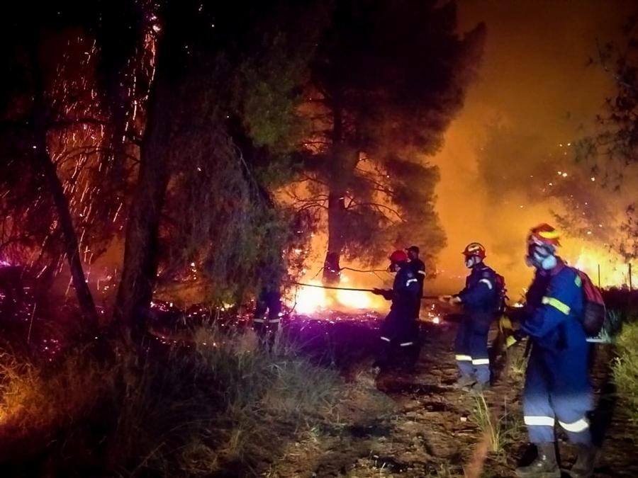 Μεγάλη πυρκαγιά στον Σχίνο Κορινθίας