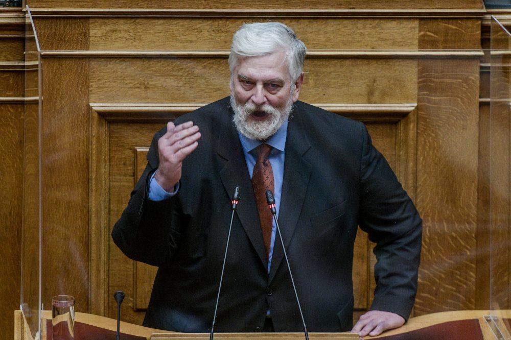"""Γ. Λοβέρδος: """" Ακόμα και αν ένας πατέρας κακοποιεί τη μητέρα το παιδί έχει δικαίωμα και στους δύο γονείς"""" – ΣΥΡΙΖΑ : Να τον διαγράψει η ΝΔ αν δεν ζητήσει συγνώμη"""