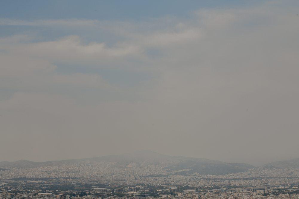 Επιστήμονες για τους καπνούς που «πνίγουν» και την Αττική – «Μείνετε σπίτι»