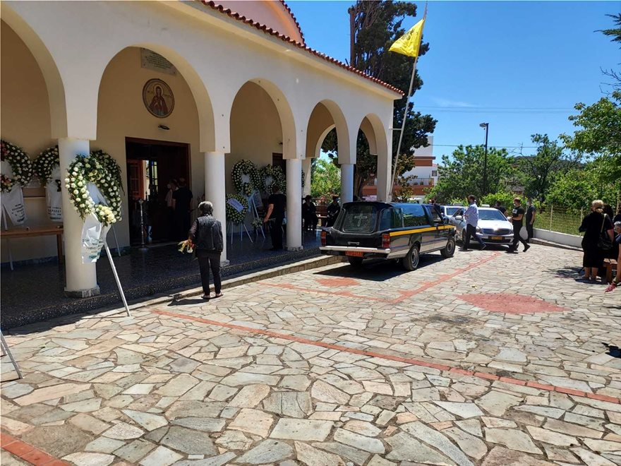 Κηδεία Καρολαιν