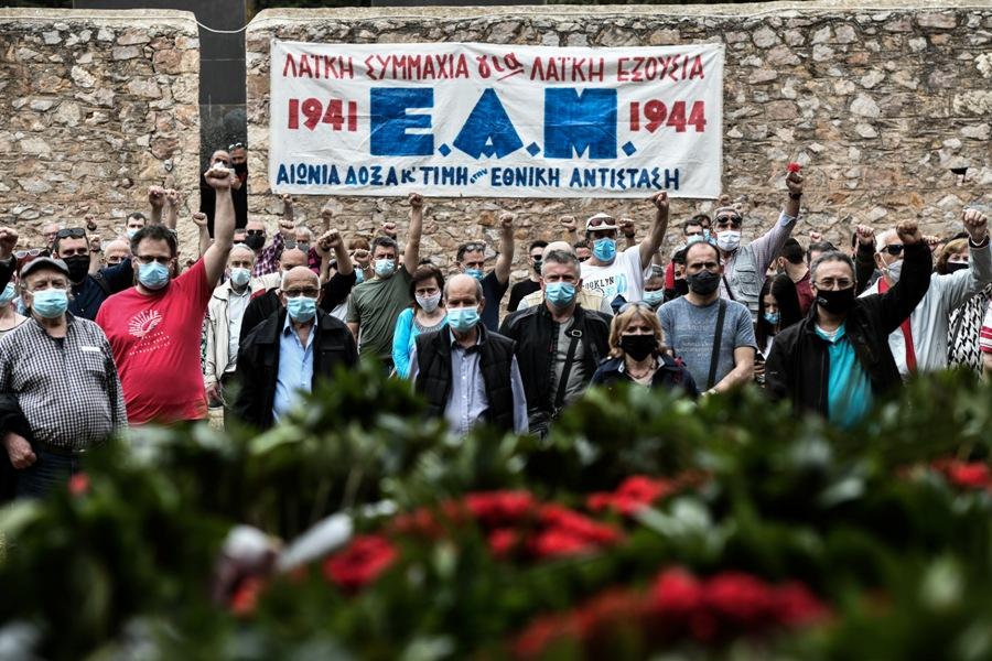 Πρωτομαγιά: Κατάθεση στεφάνων στο Σκοπευτήριο της Καισαριανής από εργατικά σωματεία και ΚΚΕ – ΦΩΤΟ
