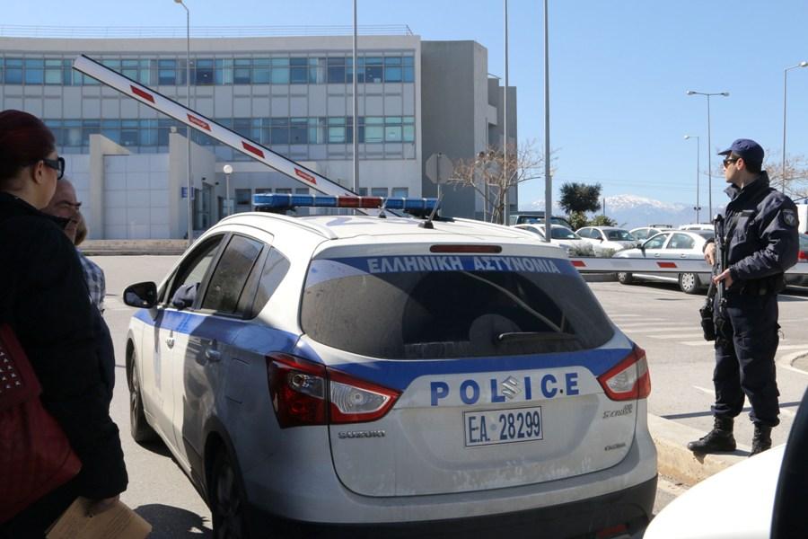 """Συνελήφθη αστυνομικός που """"νοίκιαζε"""" ασύρματο της ΕΛΑΣ σε κακοποιούς"""