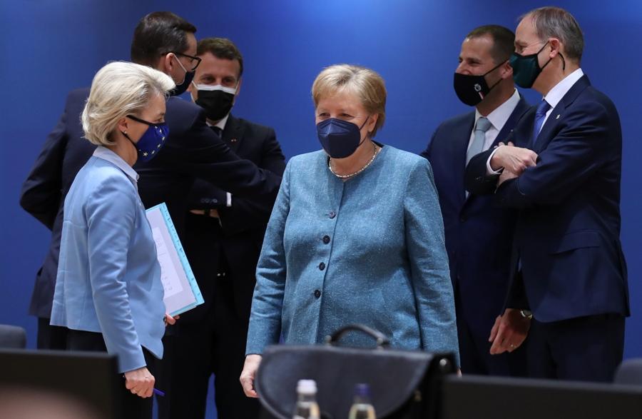 Μέρκελ: Οι θυσίες των Ελλήνων, η δυσκολότερη στιγμή της θητείας της