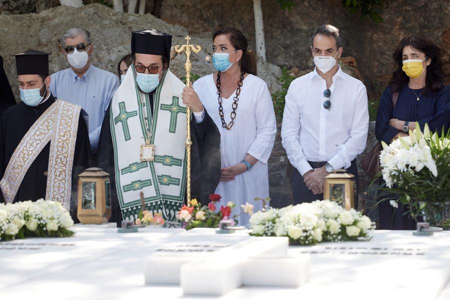 Μνημόσυνο Κων/νου Μητσοτάκη στα Χανιά: Παρών ο πρωθυπουργός με την οικογένειά του – ΦΩΤΟ – ΒΙΝΤΕΟ
