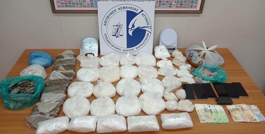 Αττική: Σπείρα διακινούσε μεγάλες ποσότητες ναρκωτικών – Επιχείρηση της ΕΛΑΣ σε 4 περιοχές – ΒΙΝΤΕΟ