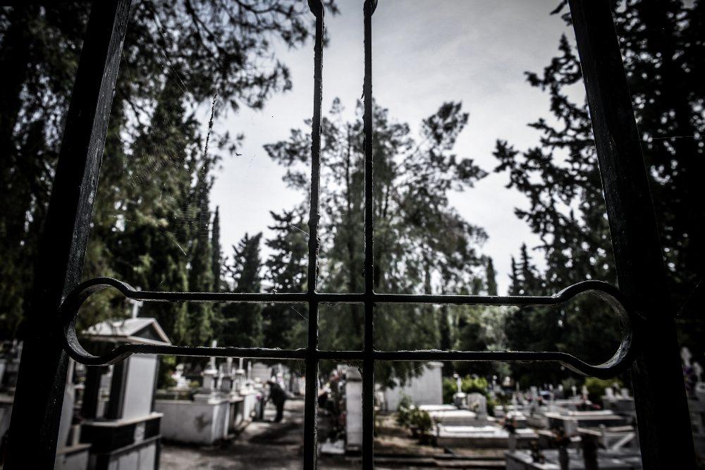 Καβάλα: 9 μέρες μετά την κηδεία άγνωστοι έκλεψαν τον νεκρό και έβαλαν στη θέση του άχυρα – Τι υποψιάζεται η Αστυνομία /ΒΙΝΤΕΟ