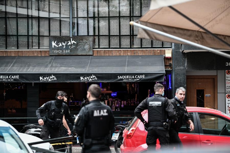 Πυροβολισμοί στα Σεπόλια: Νεκρός ένας άντρας – Ο δράστης πυροβόλησε 8 φορές – ΦΩΤΟ