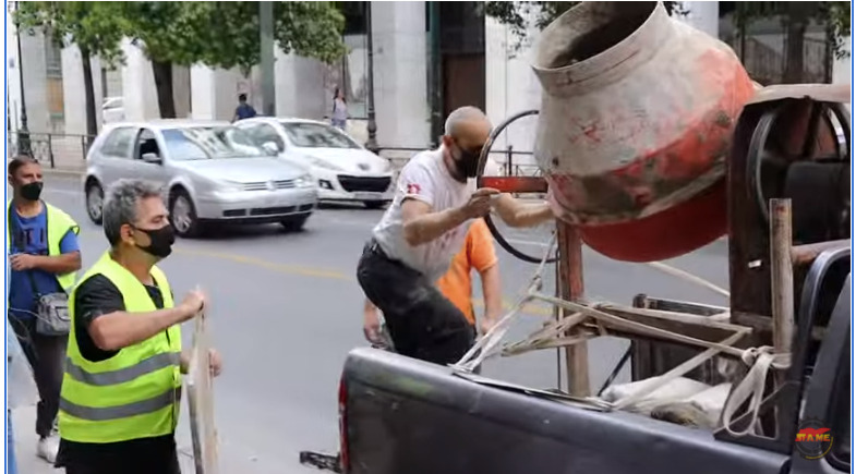 Υπουργείο Εργασίας:Οικοδόμοι επιχείρησαν να «τσιμεντώσουν» με μπετονιέρα την είσοδο  /ΒΙΝΤΕΟ