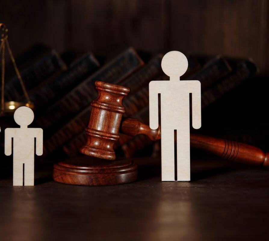 """""""Συνεπιμέλεια"""": Πώς τα δικαστήρια εφαρμόζουν τον νέο νόμο – Οι πρώτες αποφάσεις"""