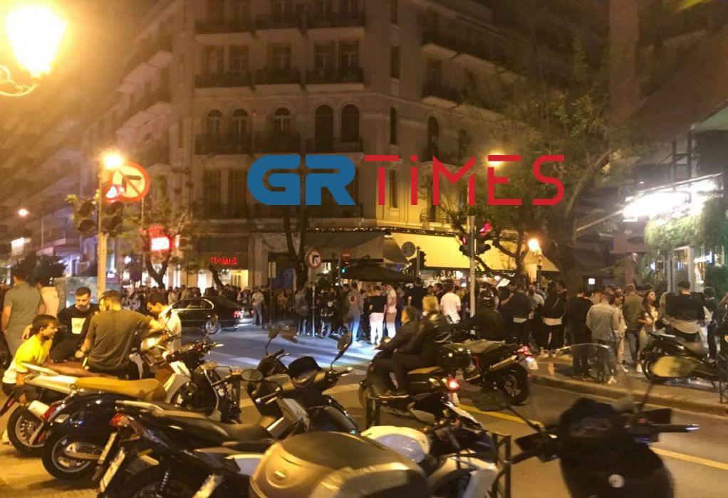 Εικόνες συνωστισμού  στο κέντρο της Θεσσαλονίκης –  Συλλήψεις για κορoνοπάρτι σε Πλαγιάρι και Κολχικό