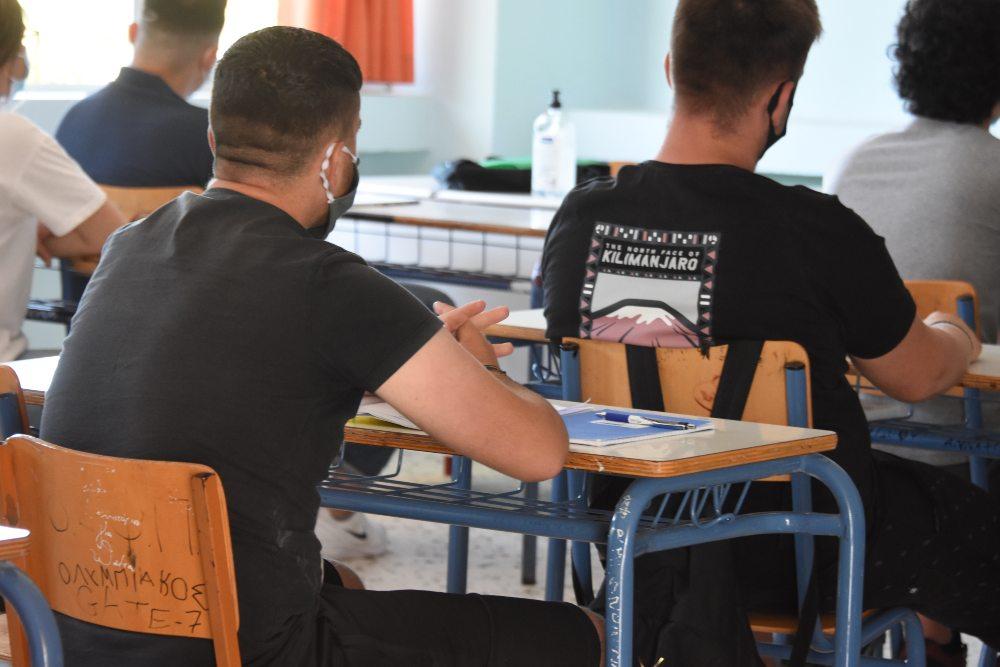Νωρίτερα τελειώνουν τα μαθήματα στη Γ΄ λυκείου – Τι θα ισχύσει για όσους νοσήσουν εν μέσω πανελλαδικών
