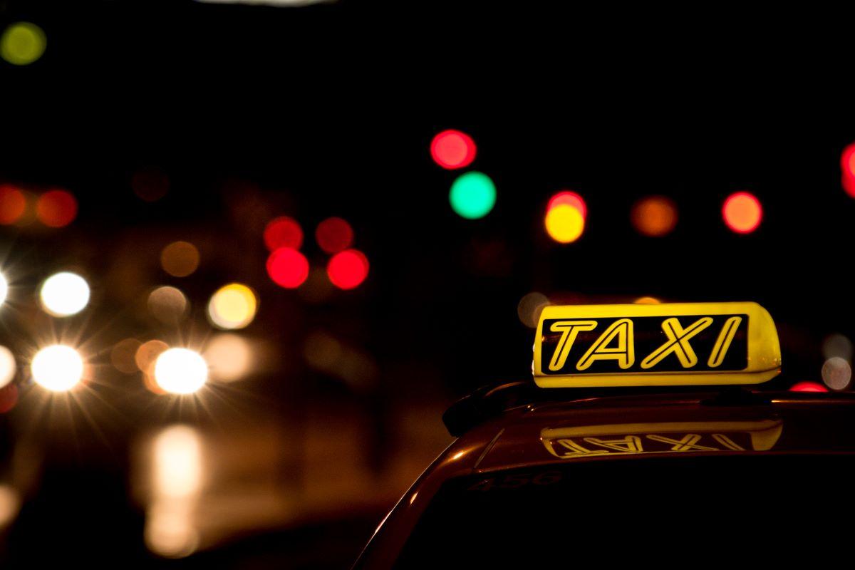 Αίτημα στον ΕΟΔΥ για 3 επιβάτες ανά ταξί – Από πότε θα ισχύει