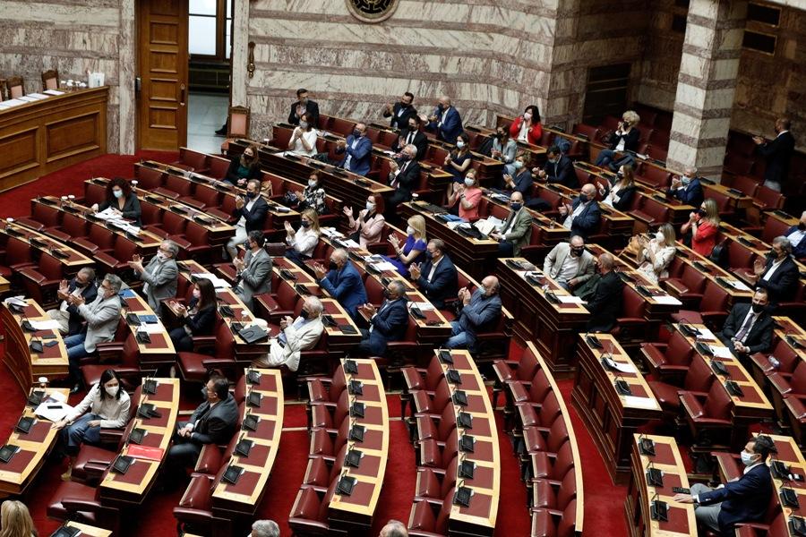 Κατήγγειλαν μεν, ψήφισαν δε – Τι δείχνει η ψηφοφορία από τα κόμματα της αντιπολίτευσης για το νομοσχέδιο της συνεπιμέλειας