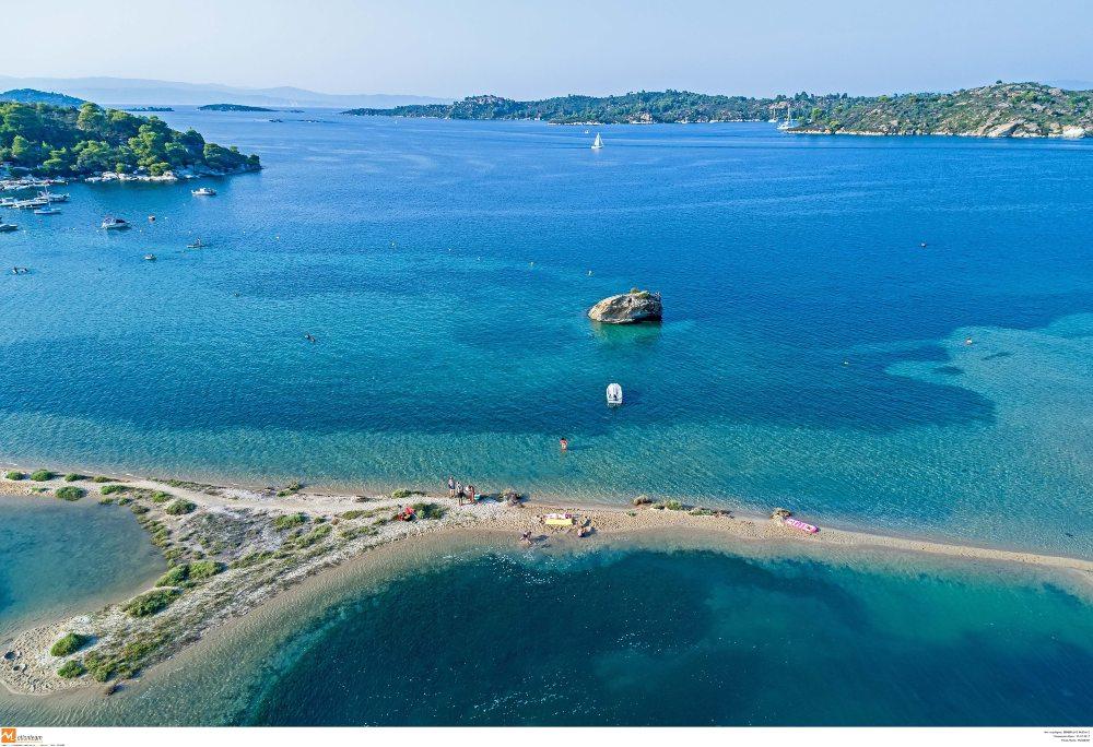 Γαλάζιες Σημαίες 2021: Στη 2η θέση παγκοσμίως η Ελλάδα -Ποιες είναι οι βραβευμένες παραλίες /ΒΙΝΤΕΟ