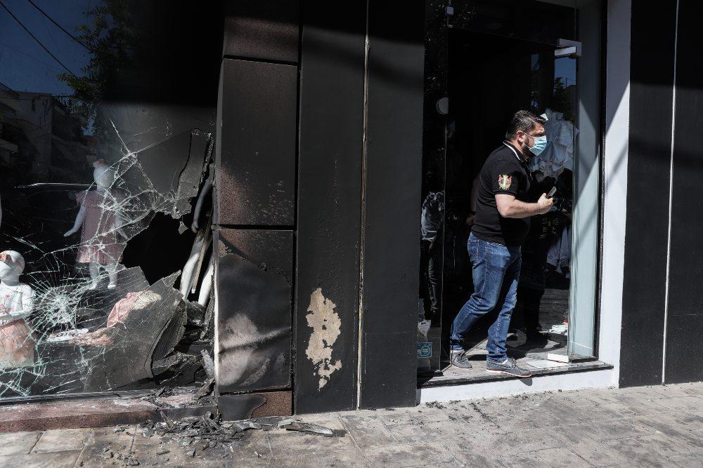 Αυτοί ανέλαβαν την ευθύνη για την επίθεση στα καταστήματα της συζύγου του Νίκου Χαρδαλιά στον Βύρωνα – ΒΙΝΤΕΟ