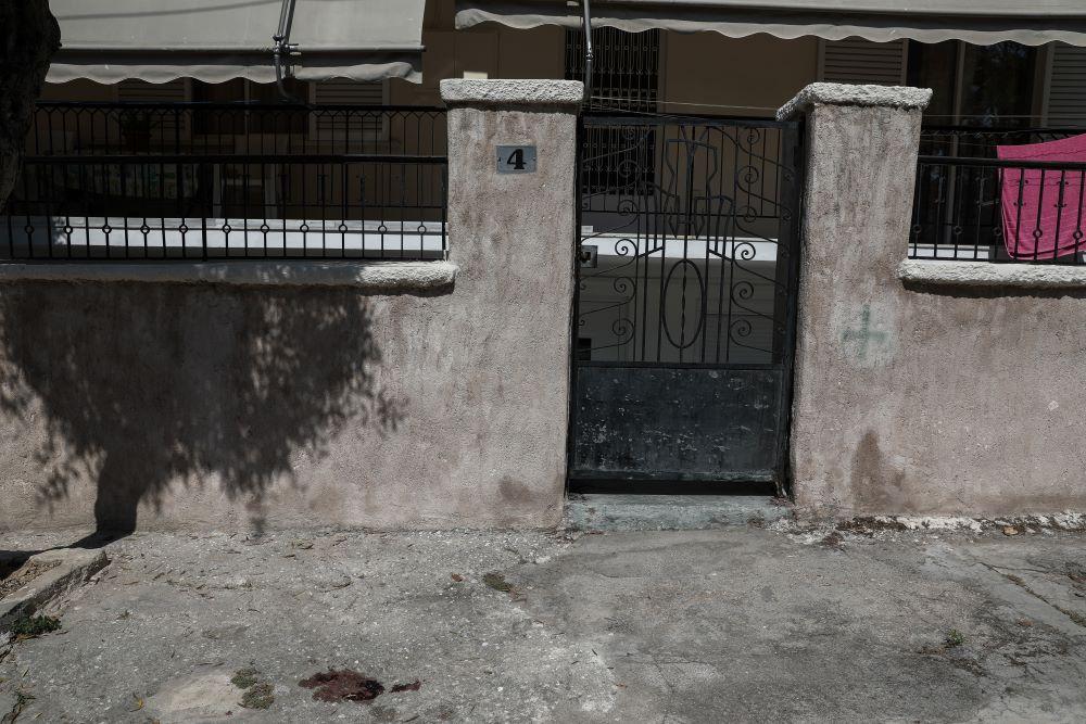 Δολοφονία στην Αγία Βαρβάρα: Παραδόθηκε στο Αστυνομικό Τμήμα ο πρώην σύζυγος του θύματος – BINTEO