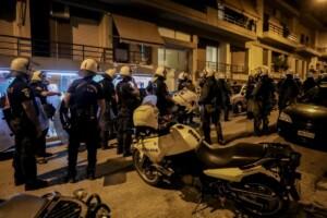 Συναγερμό σήμανε στην Αστυνομία το βράδυ του Σαββάτου η καταγγελία μιας 50χρονης για τον βιασμό της και τον ξυλοδαρμό της στα Πετράλωνα