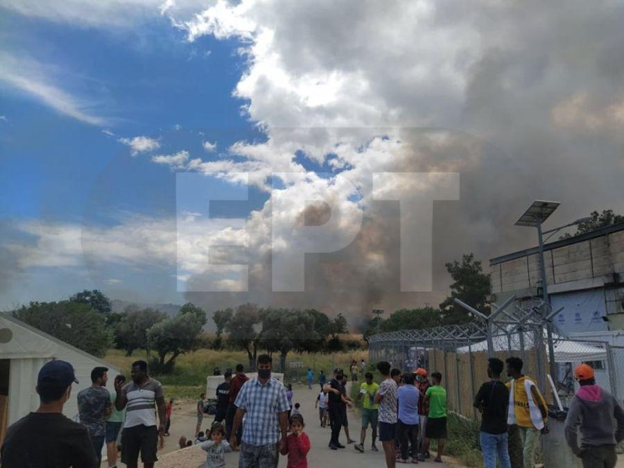 """Χίος: Φωτιά """"μια ανάσα"""" από τον ΚΥΤ της ΒΙΑΛ – Ισχυρές δυνάμεις της Πυροσβεστικής – ΦΩΤΟ"""
