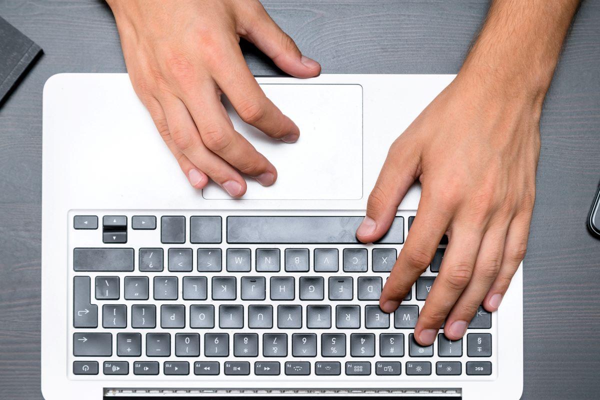 ΣτΕ: Παράνομη η μη προστασία εργαζομένων σε ηλεκτρονικό υπολογιστή