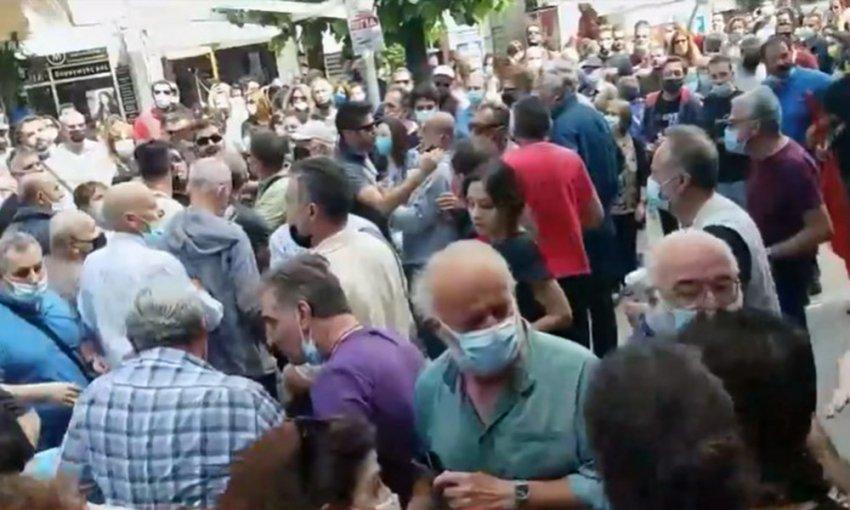 Γιάννενα-Απεργία: Χτύπησαν τον πρώην βουλευτή του ΣΥΡΙΖΑ Χρήστο Μαντά – ΒΙΝΤΕΟ