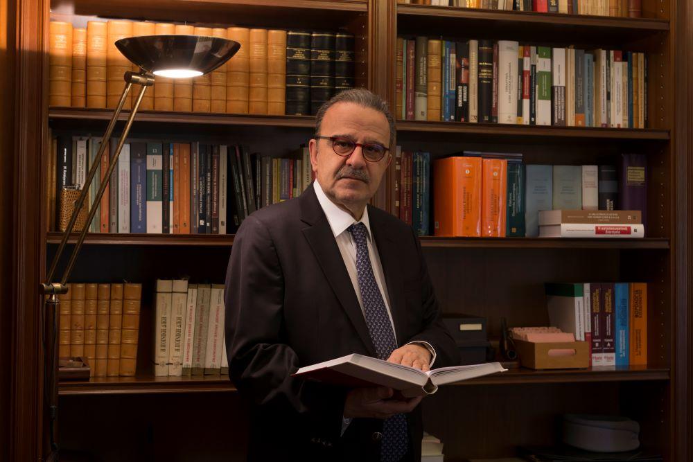 Γιάννης Μαντζουράνης: Ανδρέας Παπανδρέου – Τα αίτια μιας διαχρονικής δημοφιλίας