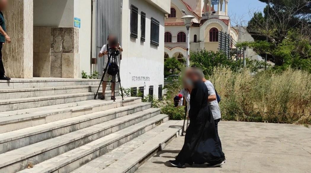 Αγρίνιο: Στον Εισαγγελέα ο ιερέας που κατηγορείται για βιασμό 2 ανήλικων κοριτσιών και πορνογραφία – Τι λέει ο δικηγόρος του – ΒΙΝΤΕΟ – ΦΩΤΟ