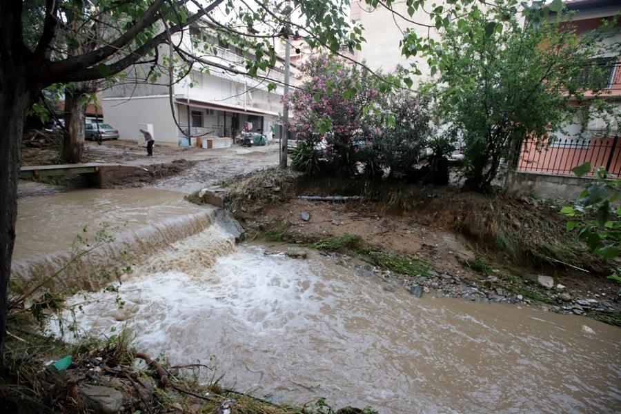 Θεσσαλονίκη: Νεκρός από την κακοκαιρία – Ταυτοποιήθηκαν τα στοιχεία του – Η ανακοίνωση της ΕΛΑΣ – ΒΙΝΤΕΟ