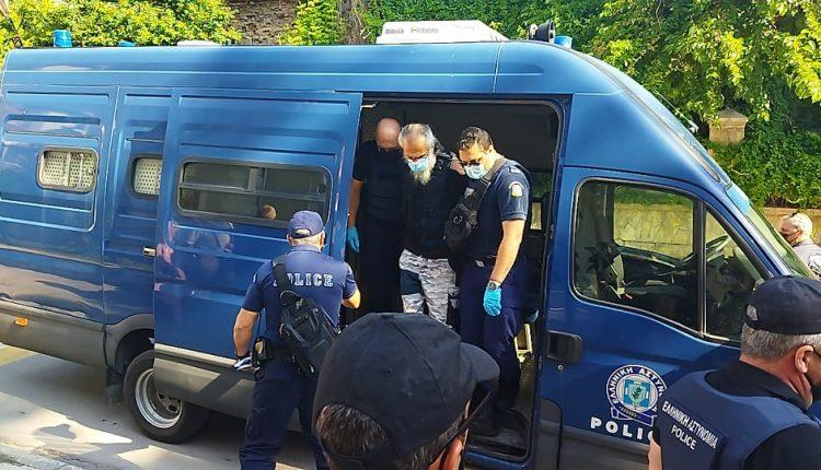 """""""Δολοφόνε, κτήνος"""" – Ξεχειλίζει η οργή στη δίκη για τον δράστη της επίθεσης με τσεκούρι στη ΔΟΥ Κοζάνης – ΒΙΝΤΕΟ"""