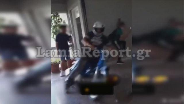 Λαμία: Απίστευτο κι όμως αληθινό – Μαθητής μπούκαρε με μηχανάκι σε σχολείο και έγινε χαμός – ΒΙΝΤΕΟ
