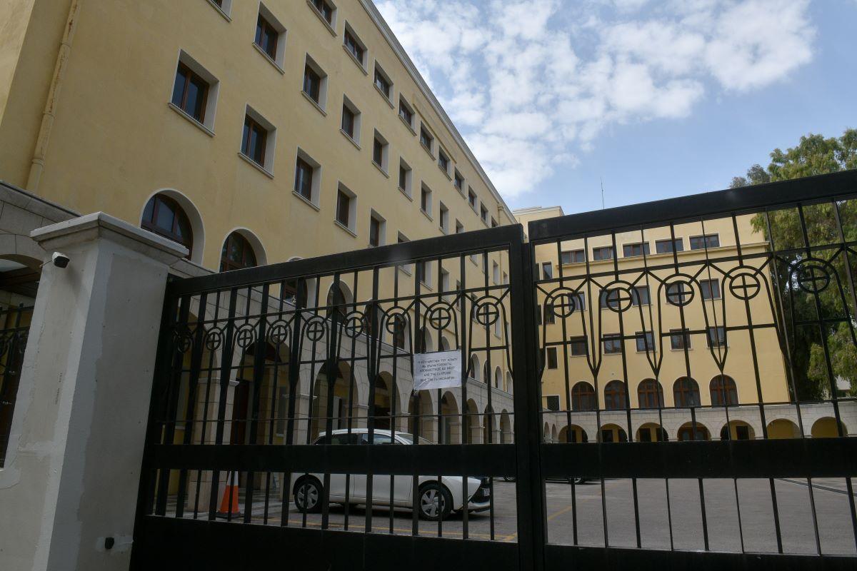 Μονή Πετράκη: Ιερέας έριξε βιτριόλι σε 6 Μητροπολίτες