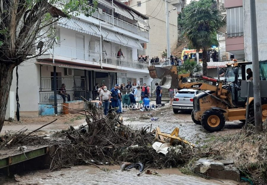 Θεσσαλονίκη: Νεκρός από την κακοκαιρία – Εντοπίστηκε άντρας σε ρέμα – ΒΙΝΤΕΟ – ΦΩΤΟ