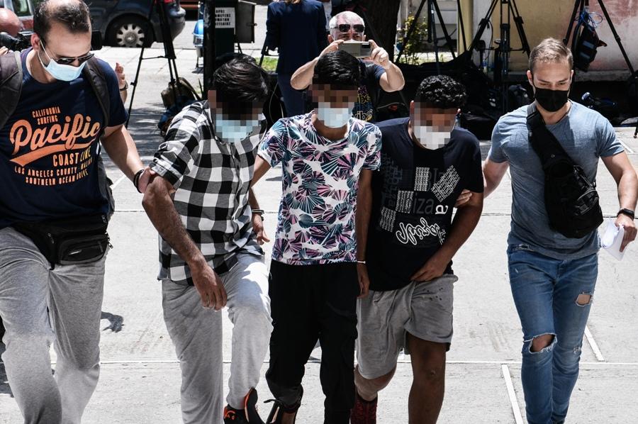 Βιασμός εγκύου στον Άγιο Παντελεήμονα: Ασκήθηκε δίωξη σε βαθμό κακουργήματος στους τρεις συλληφθέντες