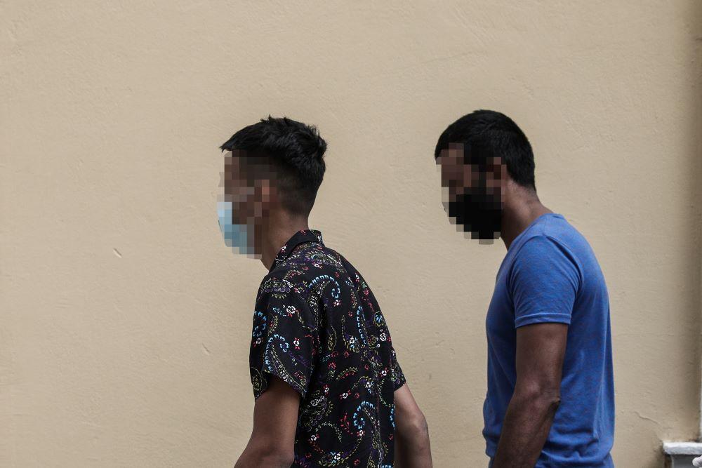 Δίωξη στους δύο συλληφθέντες της επίθεσης σε λουόμενη στο Κορωπί