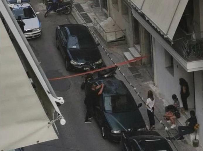"""Πετράλωνα: Αστυνομικοί """"πολιορκούν"""" σπίτι άνδρα που καταγγέλλεται για βιασμό – Περιμένουν ένταλμα εισαγγελέα για να τον συλλάβουν – ΒΙΝΤΕΟ"""
