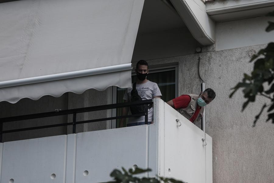 Το άλυτο μυστήριο του Αλίμου: Φωτογραφίες ντοκουμέντο από τους πυροβολισμούς στην πολυκατοικία – ΒΙΝΤΕΟ