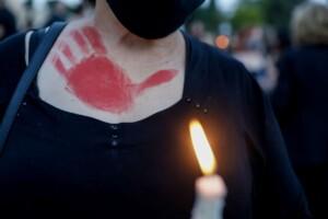 Καρολάιν: 5+1 ΦΩΤΟ-μηνύματα από τη συγκέντρωση στο Σύνταγμα