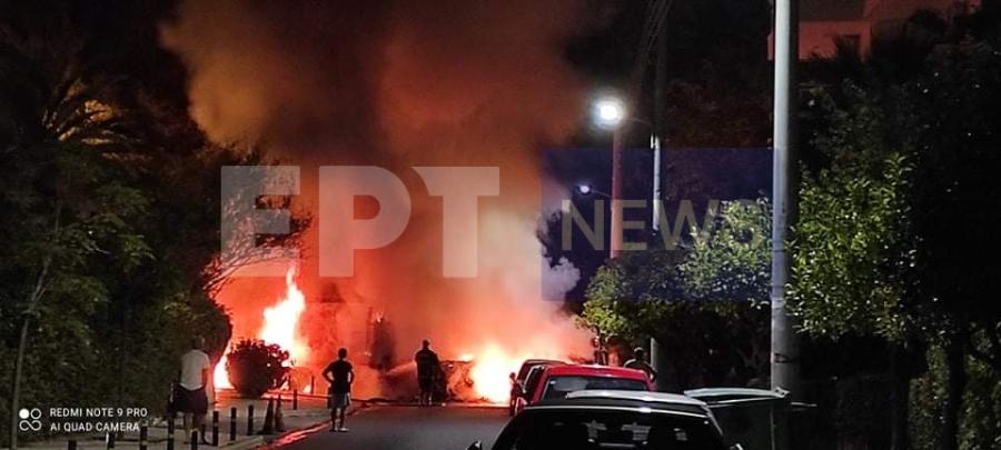 Καβούρι: Εκρήξεις μετά από τροχαίο στην παραλιακή – Παρανάλωμα του πυρός 4 οχήματα – ΒΙΝΤΕΟ
